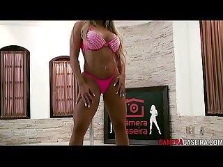 Novinha sexy brasileira loira danando e fudendo
