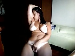 arab mature wet pussy masturbation on webcam