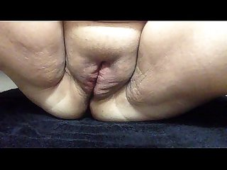 Fat white slut majiztic squirts on her own