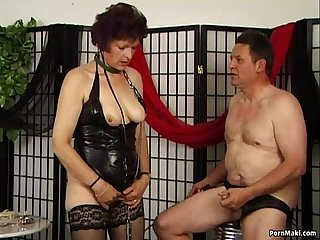 Pervert granny in latex gives blowjob