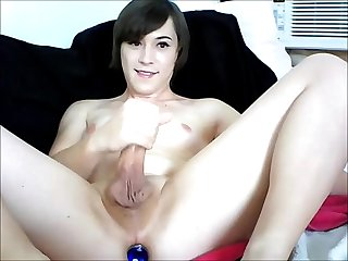 Cute amateur tranny cumming hard on cam