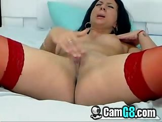 Chick rubbing her clit camg8