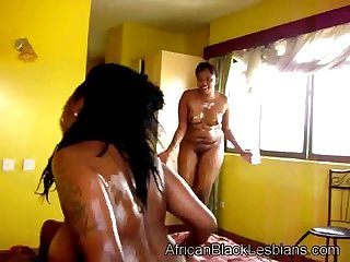 52a20752118a7africanblacklesbians com29112013cream nene bedroom 2