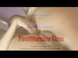 Giselle footworshipped