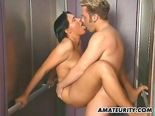 Amateur couple hardcore action in a lift