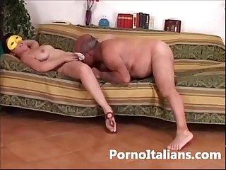 Amatoriale italiano scopata sul divano tra coppia trasgressiva italian wife