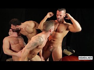 Wild orgy with horny hunks