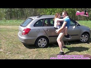 Deutsche anhalterin fickt outdoor im Auto