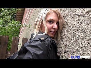 La petite bombe chloe baise en exte rieur et dans un parking lbrack full video rsqb