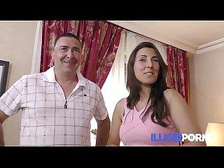 Ce Couple libertin baise dans le canap de la belle mre french illico porno