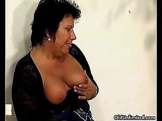 Thick mature mom with big tits sucking