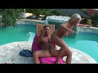 Titus auf tour geile schlampe am Pool gefickt