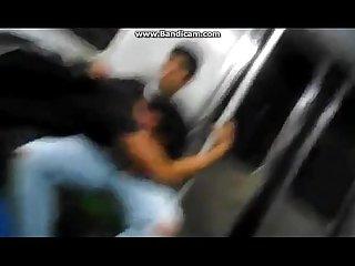 Chupando o lek no trem