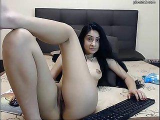 Morena mostrando a buceta Na webcam