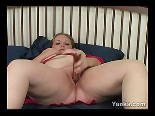 Yanks BBW Candy Fucks A Fat Dildo