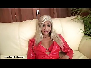 Tranniesgold Hung Blonde Blowjob