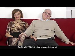 Scambisti maturi kinky anal sex session with horny mature swingers