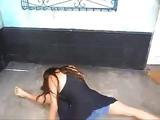 Novinha Linda fazendo quadradinho de 8