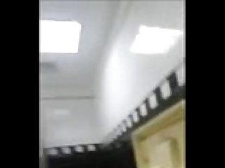 Nego mostrando a jeba no banheiro