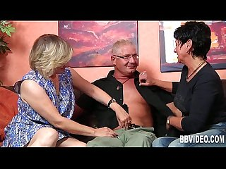 German milfs gets fucked in threesome
