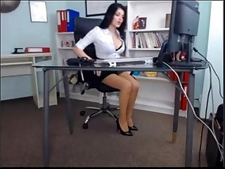 Beautiful Girl in Her Office sex(privatecams.pe.hu)
