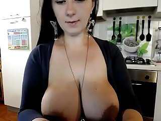 Huge tits amateur milf squeezing breast milk