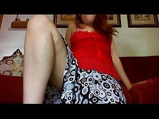 Giovane ragazza si finge con una gamba amputata per eccitarti