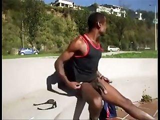 Nego batendo Punheta na rua