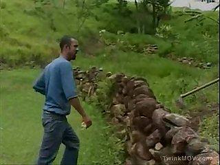 Pablo picao dando uma pausa no trabalho da roa