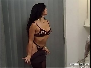 Massage and anal for a hot brunette woman massaggio con cazzo in culo