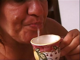 Mature housewife gives a generous blow job