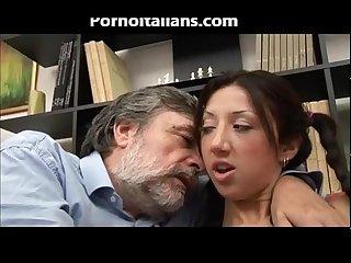Ragazza giovane italiana fa pompino allo zio vecchio Young italian Blowjob