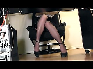 Voyeur hidden underdesk pussy cam