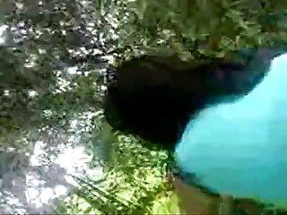 180 baise copine dans bois