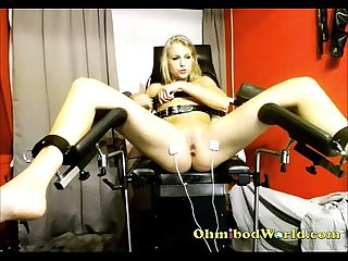 Blonde Girl Cums from Sex Chair� www.girls4cock.com/siswet19 �