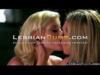 Essen Pussy hinter Lesbian