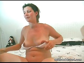 Chubby mom shaves her muff when husband
